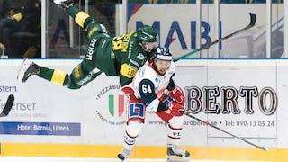 Alexander Lindqvist Hansen i kamp med en Björklövenspelare i tidigare match.