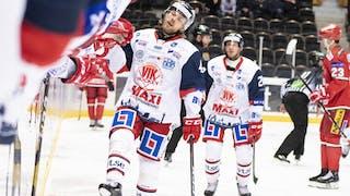 Erik Ullman jublar efter ett bortamål mot Modo