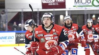 Emil Alba jublar efter att ha styrt in Erik Ullmans (bakom) skott till 1-0, foto Ilkka Ranta / Frilansfotograferna