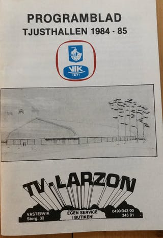 Se en programbladssida med en skiss av Tjusthallens exteriör, taget från Tobias Starks twitterflöde