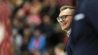 Glad Björn Hellkvist i båset